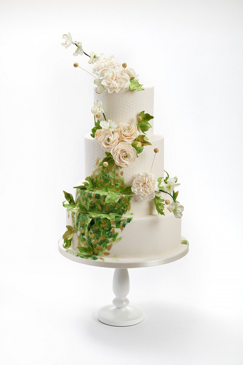 Ivory Roses & Ranunculus from Kenellen | Clare Anne Taylor Couture Cakes